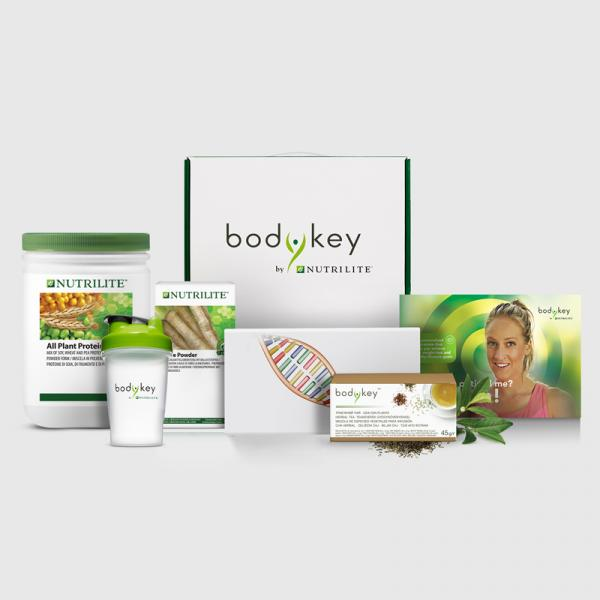 Start Set von bodykey - Gentest, All Plant Protein vegan, Shaker, Fibre Powder Ballaststoffe, Kräutertee und bodykey Informationsflyer grün mit Sportlerin abgebildet